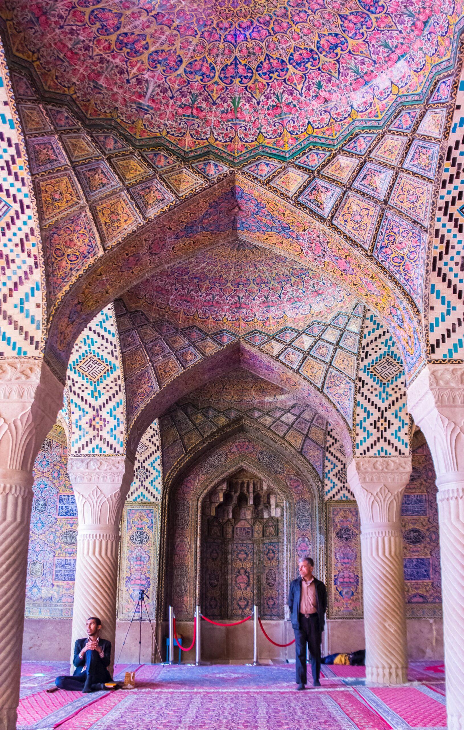 イラン シーラーズ ピンクモスク