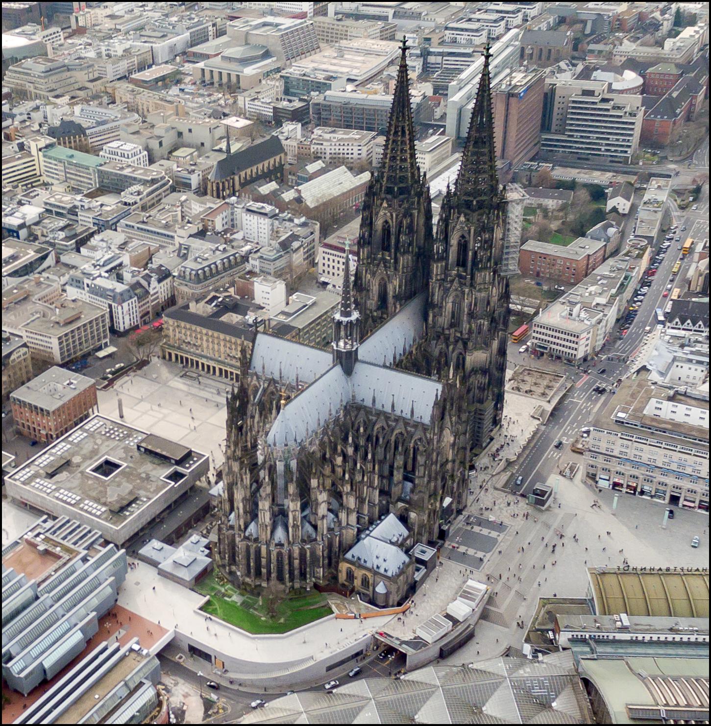 ケルン大聖堂 全体 上空